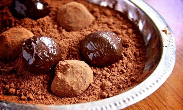 Συνταγή για νηστίσιμα σοκολατένια τρουφάκια