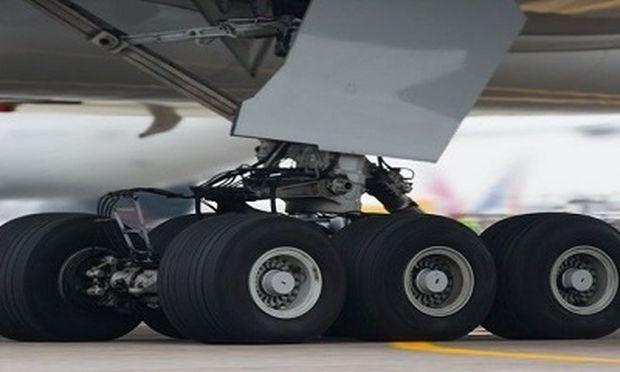 Απίστευτο! 16χρονος επέζησε μετά από πτήση 5 ωρών κρυμμένος στη ρόδα του αεροπλάνου!