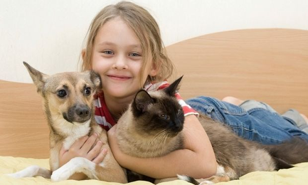 Δέκα οφέλη που προσφέρουν τα κατοικίδια στα παιδιά