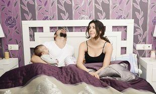 Ταλαιπωρείστε με το νυχτερινό κλάμα του μωρού; Το κάνει για να μη μείνετε έγκυος!