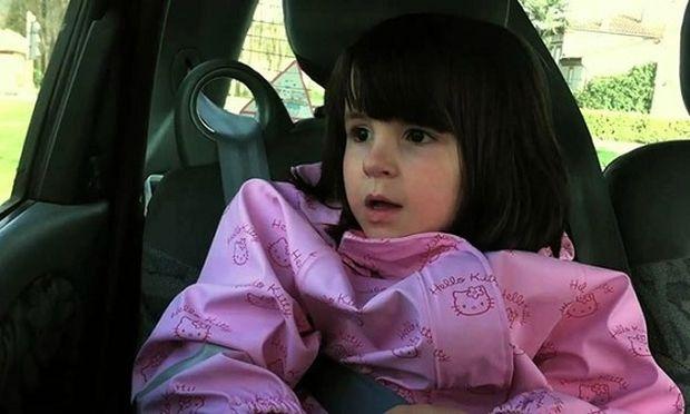 Αυτό το κοριτσάκι τραγουδάει ήρεμα ένα τρυφερό τραγούδι μέχρι την στιγμή που…(βίντεο)