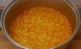 Συνταγή για πεντανόστιμα κοκκινιστά χυλοπιτάκια