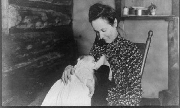 Επιστροφή στο παρελθόν! Τρυφερές εικόνες με γυναίκες να θηλάζουν τα παιδιά τους! (φωτογραφίες)