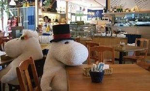 Ένα μοναδικό εστιατόριο! Λούτρινα ζωάκια κρατούν συντροφιά στους πελάτες! (εικόνες)