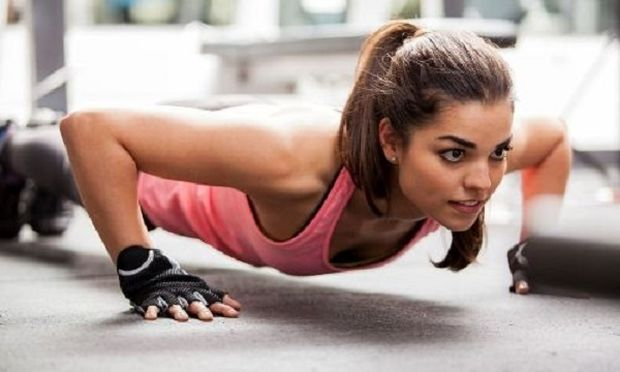 Μαμάδες! Οι 7 ασκήσεις γυμναστικής που θα μεταμορφώσουν το σώμα σας