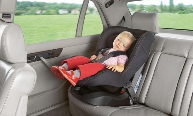 Δείτε αυτό το βίντεο προτού αφήσετε το παιδί σας μόνο του στο αυτοκίνητο