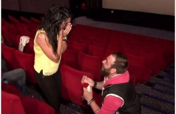 Πάτρα: Απίστευτη πρόταση γάμου – Η πιο ρομαντική που έχετε δει! (βίντεο)
