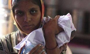 Η ημέρα της μητέρας: Στιγμιότυπο από την καθημερινότητα μιας Ινδής μητέρας