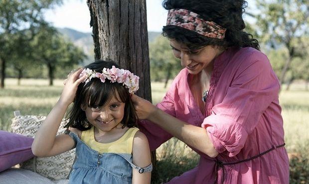 Φτιάξτε μόνες σας υπέροχα διακοσμητικά λουλούδια για τις πιάστρες των μαλλιών