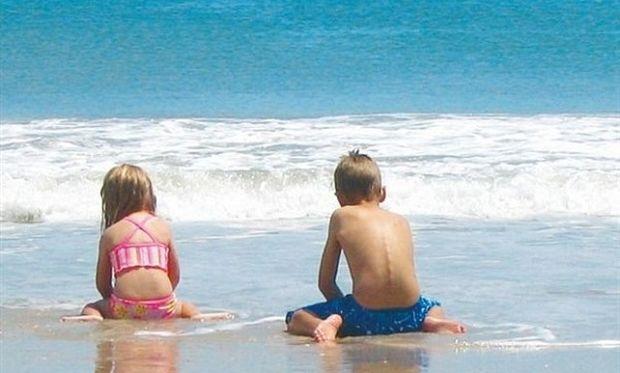 Πώς να εξοικειωθεί το παιδί μου με τη θάλασσα; Συμβουλεύει η ψυχολόγος Αλεξάνδρα Καππάτου