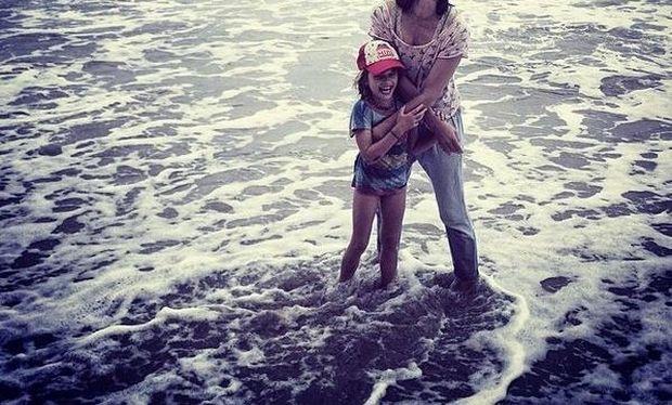 Παιχνίδια στη θάλασσα! Οι κούκλες μαμά και κόρη καλωσορίζουν το καλοκαίρι! (εικόνες)