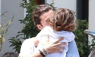 Mα τι μπαμπάς! Ο Ορλάντο Μπλουμ δεν αφήνει λεπτό από την αγκαλιά του το παιδί του! (εικόνες)