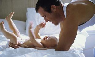 Ο εγκέφαλος των μπαμπάδων γίνεται πιο «μητρικός» όταν ανατρέφουν τα παιδιά τους