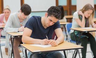 Πανελλήνιες 2014: Με Βιολογία, Φυσική, Μαθηματικά και Ιστορία συνεχίζονται οι εξετάσεις