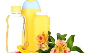Λερώθηκα με baby oil! Πώς βγαίνει ο λεκές;