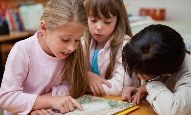 Η ομιλία δύο ή περισσότερων γλωσσών κάνει καλό στον εγκέφαλο και το νου των παιδιών!