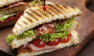 Συνταγή για το πιο μαμαδίστικο σπιτικό club sandwitch!