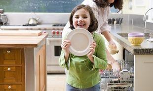 Το χάος της κουζίνας όταν έχεις μικρά παιδιά και η λύση στο καθημερινό πλύσιμο των πιατών!