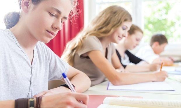 Πανελλήνιες 2014: Λογοτεχνία, Βιολογία, Χημεία/Βιοχημεία και Διοίκηση Επιχειρήσεων τα σημερινά μαθήματα