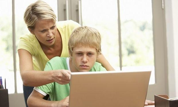 Έρευνα αποκαλύπτει ποιες κατηγορίες ιστοσελίδων με ανεπιθύμητο περιεχόμενο επισκέπτονται συχνότερα τα παιδιά