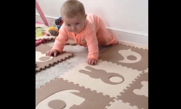 Όταν το μωρό τραβάει όλη την προσοχή ο σκύλος ζηλεύει! (βίντεο)