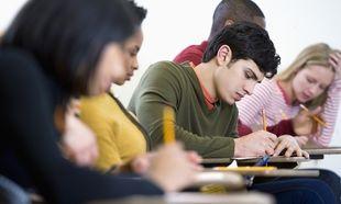 Πανελλήνιες 2014: Με Ιστορία και Φυσική συνεχίζονται οι εξετάσεις