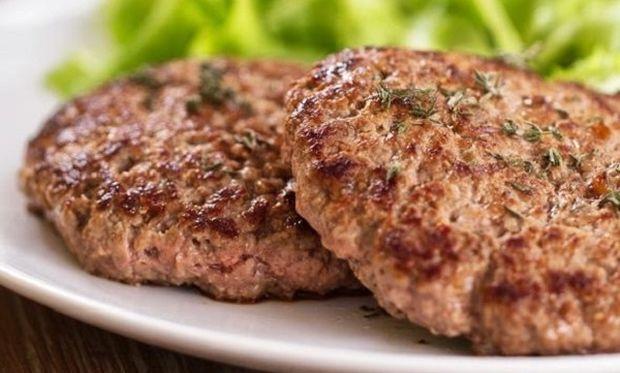 Συνταγή για πεντανόστιμα μπιφτέκια σε 25 λεπτά!