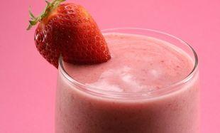 Συνταγή για υγιεινό smoothie φράουλας-μπανάνας!