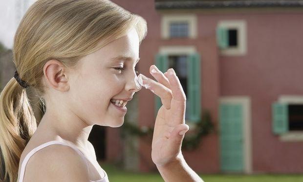Παιδιά και ήλιος: 9+1 τρόποι για να είναι πάντα προστατευμένα όταν βρίσκονται έξω από το σπίτι