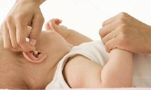 Πώς να καθαρίσω σωστά τα αυτιά του μωρού μου;