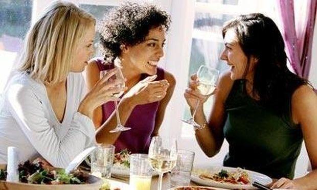 Οδηγός «επιβίωσης» στα καλοκαιρινά πάρτι! Από την διατροφολόγο Ευσταθία Παπαδά