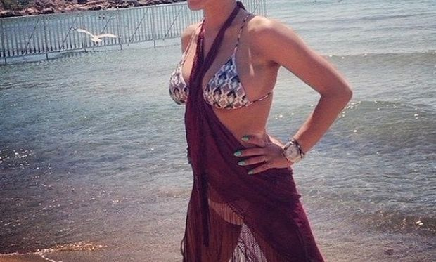 Κι όμως! Αυτό το κορμί ανήκει σε Ελληνίδα τραγουδίστρια 3 μήνες μετά τη γέννηση του παιδιού της! (εικόνες)