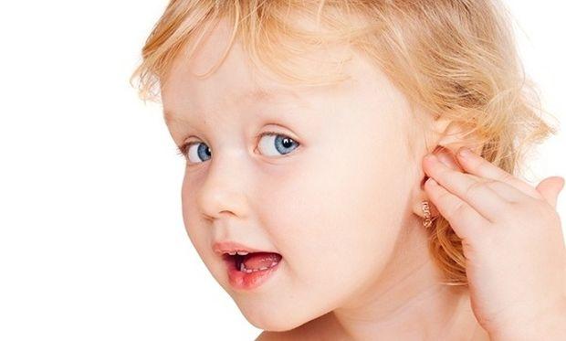 Η ωτίτιδα έχει έξαρση το καλοκαίρι. Πώς θα προφυλάξουμε το παιδί μας;