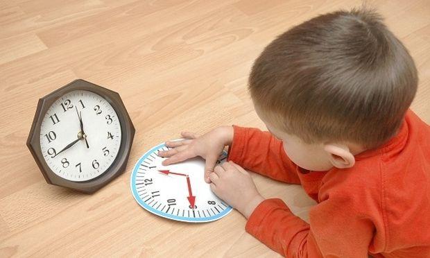 Μαθαίνοντας στο παιδί την ώρα: Χρήσιμες συμβουλές για να αντιληφθούν την έννοια του χρόνου και του ρολογιού