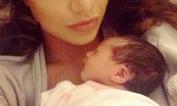 Μόλις γέννησε ανέβασε την πρώτη φωτογραφία στο Ίνσταγκραμ με το μωράκι της! (εικόνες)