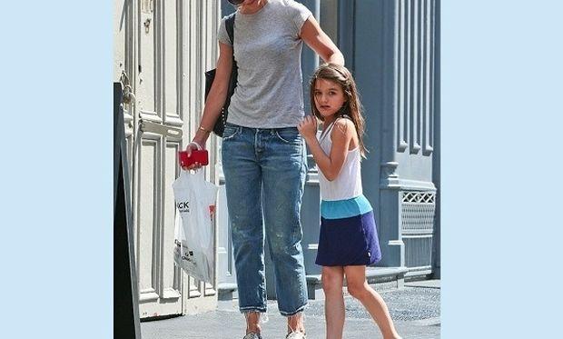 Μεγάλωσε πολύ! Είναι η κόρη πασίγνωστων ηθοποιών. Την αναγνωρίζετε; (εικόνες)