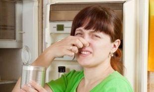Το ψυγείο μου μυρίζει άσχημα όταν το ανοίγω. Πώς να απομακρύνω τις δυσάρεστες οσμές;
