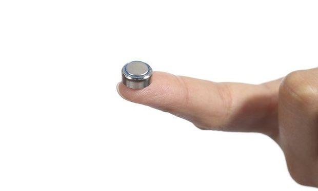 SOS κινδύνου από ΟΟΣΑ για τις μπαταρίες-κουμπιά: Κρίνονται ιδιαίτερα επικίνδυνες για τα μικρά παιδιά