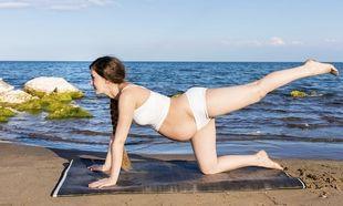 Ομαδική γιόγκα για εγκύους και μαμάδες με φόντο το ...Πήλιο!