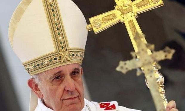 Ο Πάπας Φραγκίσκος σταμάτησε το αυτοκίνητό του για να φιλήσει παιδί με ειδικές ανάγκες! (βίντεο)