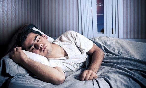 Τρομακτικό! Τις νύχτες με πανσέληνο οι άνδρες κοιμούνται λιγότερο!