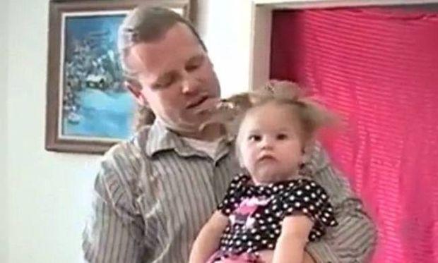 Γεννήθηκε με τα μαλλιά όρθια γιατί η μητέρα της χτυπήθηκε από κεραυνό! (εικόνες και βίντεο)