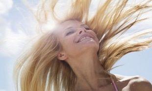 Αναζωογόνησε τα μαλλιά σου μετά την ηλιοθεραπεία με αυτήν τη θρεπτική μάσκα!