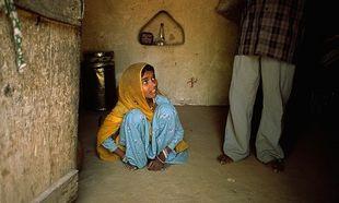 Unicef: Οχι στους καταναγκαστικούς γάμους και στον ακρωτηριασμό των γυναικείων γεννητικών οργάνων