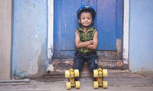 Με «μέσο» τα... πατίνια του αυτός ο 6χρονος Ινδός μπαίνει στο ρεκόρ Γκίνες! (φωτογραφίες και βίντεο)