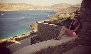 Με τα διδυμάκια της η Καλομοίρα σε παραλία της Ελλάδας! (φωτογραφίες)