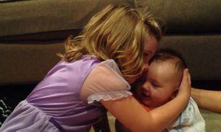 Δείτε πώς αντιδρά αυτό το μικρό κορίτσι όταν της ανακοινώνουν πως ο αδερφός της δεν θα μείνει μωρό για πάντα!