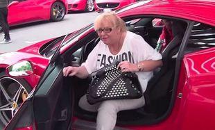 Δείτε τι κάνει μία μαμά όταν οδηγεί τη Ferrari του γιου της! (βίντεο)
