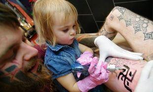 «Χτυπάει» τατουάζ και η ηλικία της είναι μόλις 6 χρόνων!