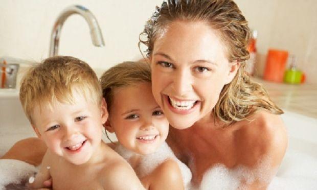 Γυμνοί μπροστά στο παιδί! Κάνει το παιδί να μας βλέπει γυμνούς;